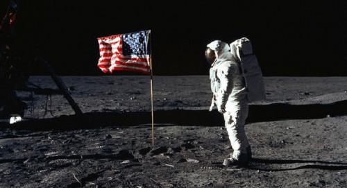 مخرج أميركي يكشف كذبة الرحلة الأميركية إلىالقمر